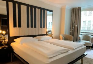 Double room of the Arhotel ANA Amadeus Vienna.