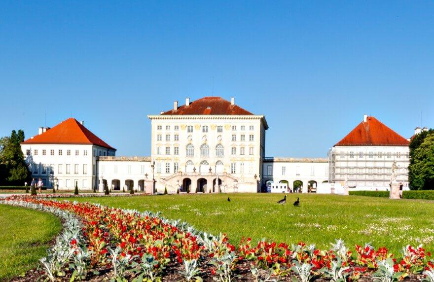 Übernachten in München und die Sehenswürdigkeiten rund um das Arthotel ANA Astor bestaunen.