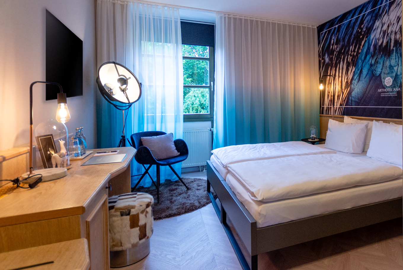 In our Augsburg Hotel the double rooms are modernly furnished.