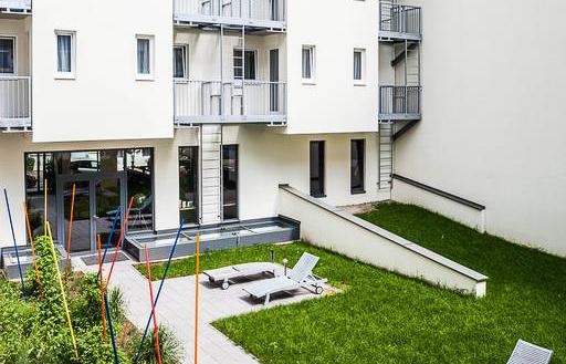 Sonnen Sie sich bei schönem Wetter, im Innenhof von unserem Boutique Hotel Wien.