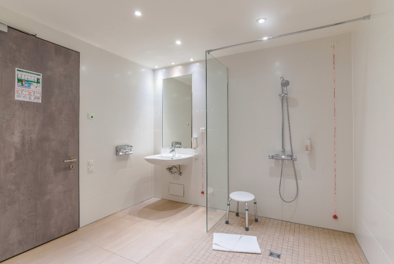 Handicapped accessible bathroom in the Boutique Hotel Munich