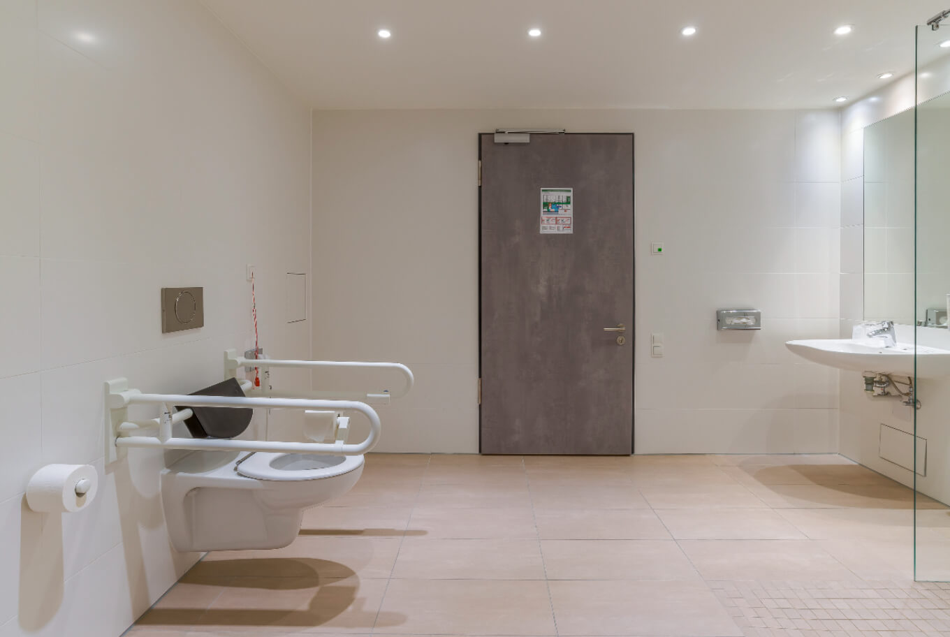 Handicapped accessible bathroom at Arthotel ANA Diva Munich