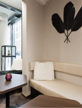 Gemütliche Sitzecke im Arthotel ANA Diva.