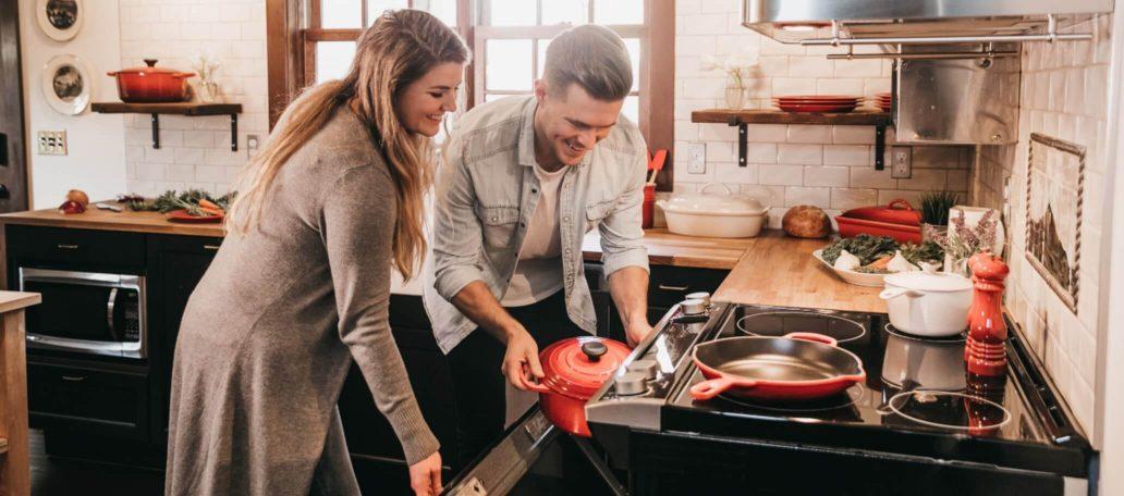 Machen Sie neue Bekanntschaften beim gemeinsamen Kochen im Boardinghouse Augsburg.