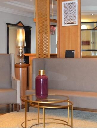 Der Sitzbereich in der Lobby vom ANA Living Munich by Arthotel ANA.