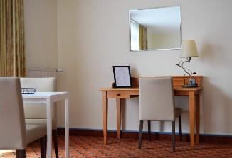 Der Sitzbereich im ANA Living Munich.