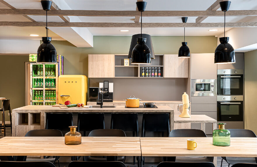 Im Apartment in Oberhausen übernachten und in der Social Kitchen kochen.