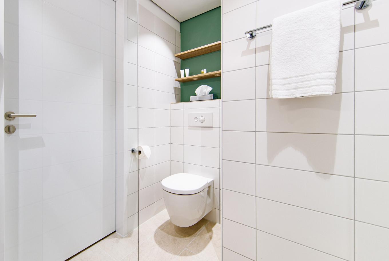 Das Badezimmer in den Zimmern von unserem Hotel in Göppingen.