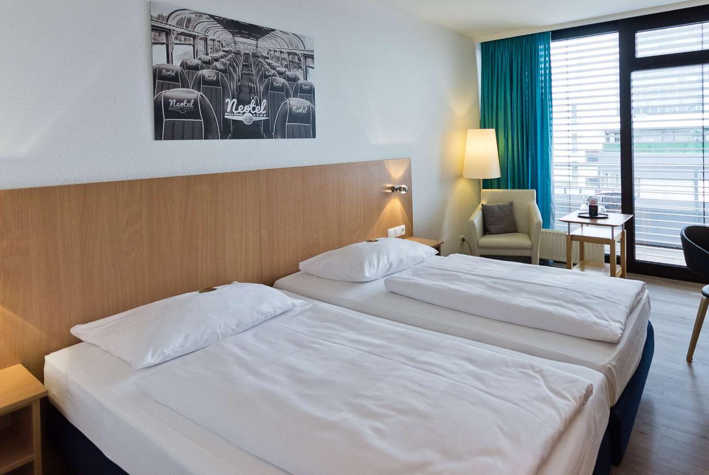 In unserem Hotel Stuttgart übernachten und am nächsten Tag die Stadt erkunden.
