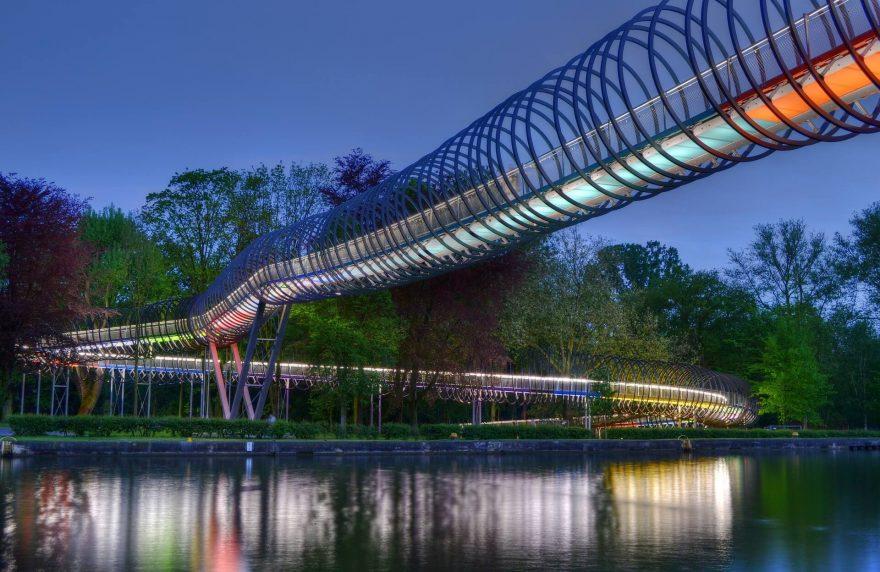 Die Slinky Springs to Fame Brücke in Oberhausen