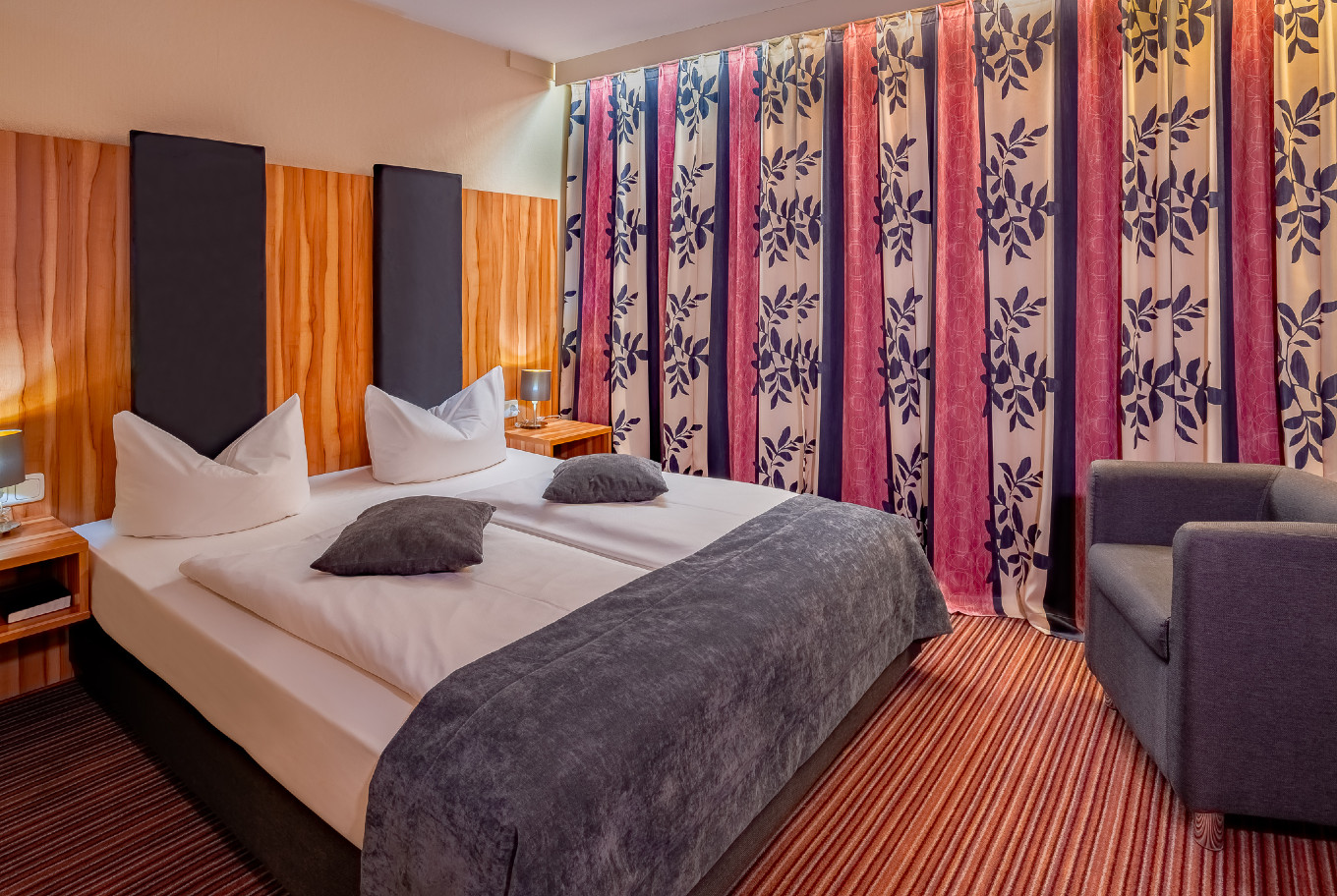 Stay overnight in one of our double rooms in our Hotel Augsburg.